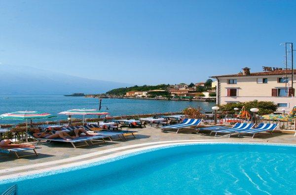 Hotel All' Azzurro**** - Limone sul Garda / Gardasee