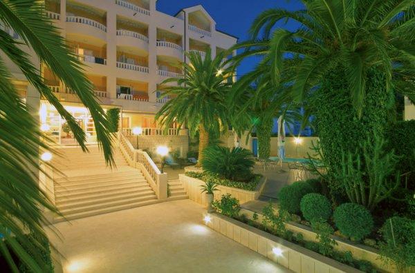 Hotel Villa Laurentum**** – Tucepi / Makarska Riviera